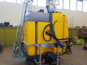 Навесна Пръскачка Moccia GK 1200 литра Захват 18 метра