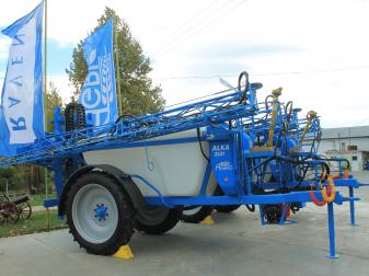 Прикачна пръскачка AGRIO Alka 2500 литра 21 метра - НАЛИЧНА !!!